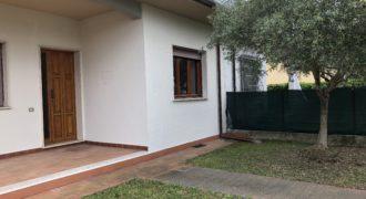 Casa indipendente al piano terra con giardino