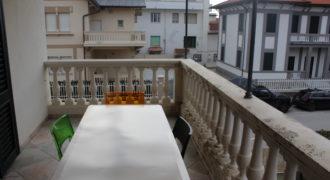 Appartamento ristrutturato con terrazza e 2 posti auto