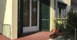 Villetta bifamiliare con giardino