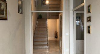 Terratetto ristrutturato con 3 camere e corte