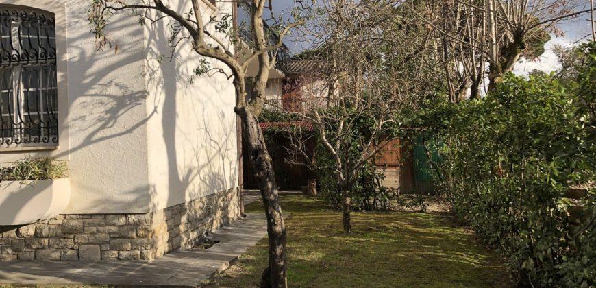 Villa singola con giardino a Forte dei Marmi