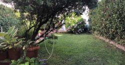 Piano terra con giardino e dependance