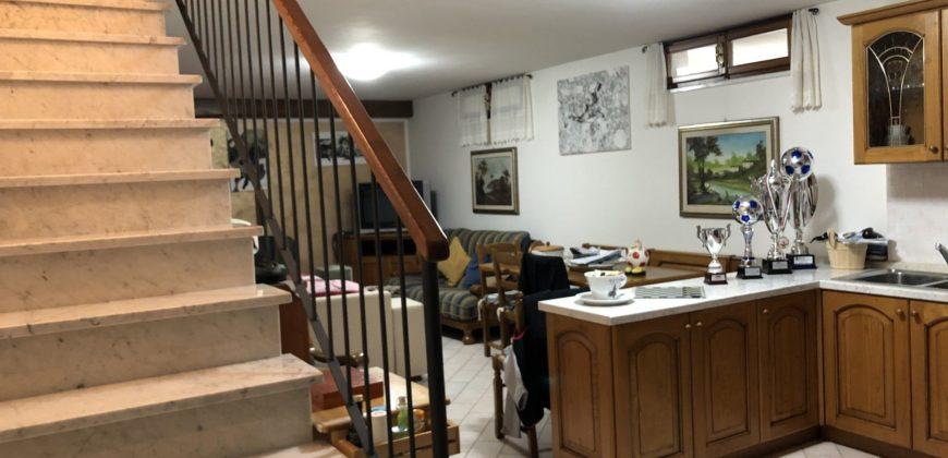 Bifamiliare con 3 camere e giardino