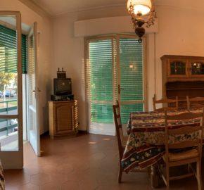 Luminoso primo piano con tre camere