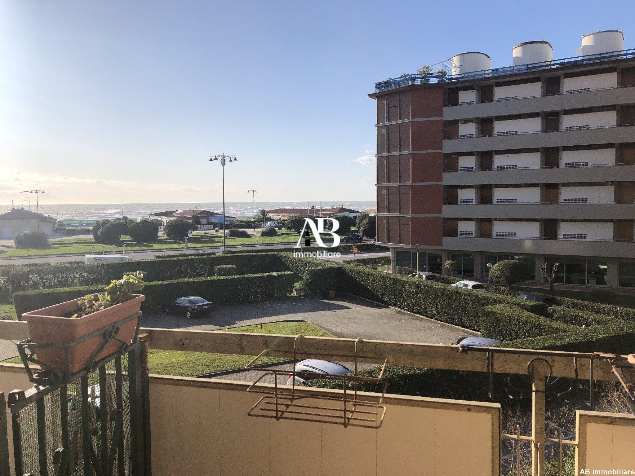 Appartamento con terrazza vista mare con p.auto