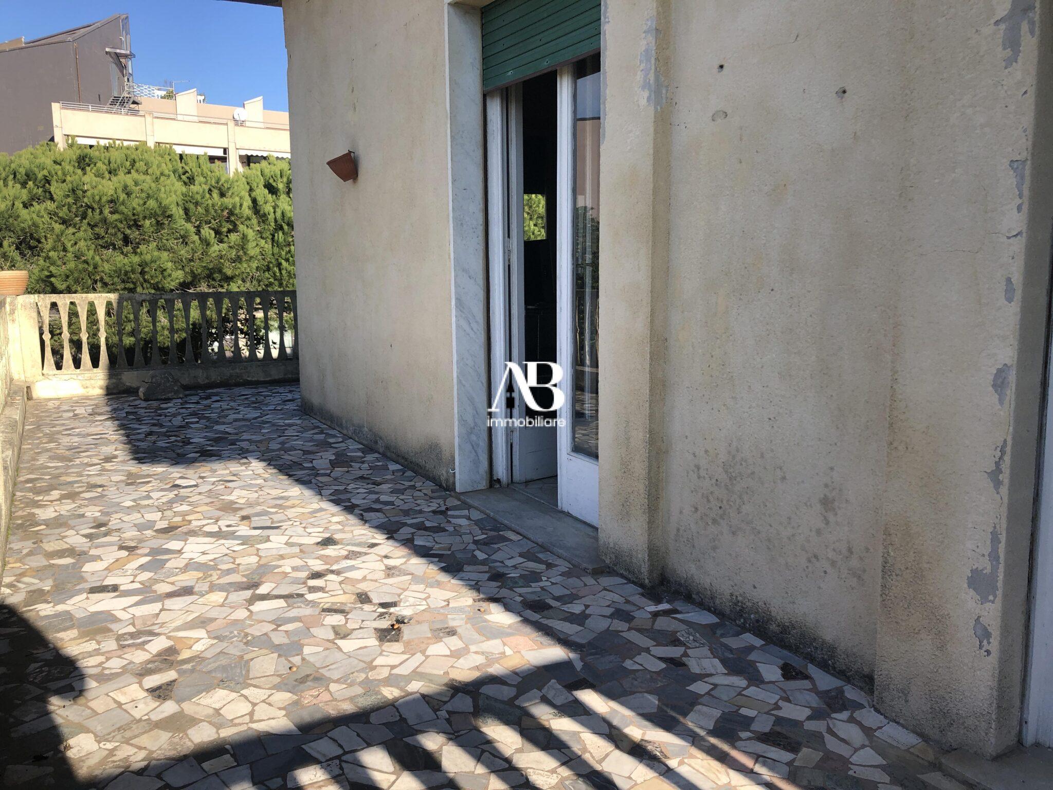Villa fronte mare con dependance